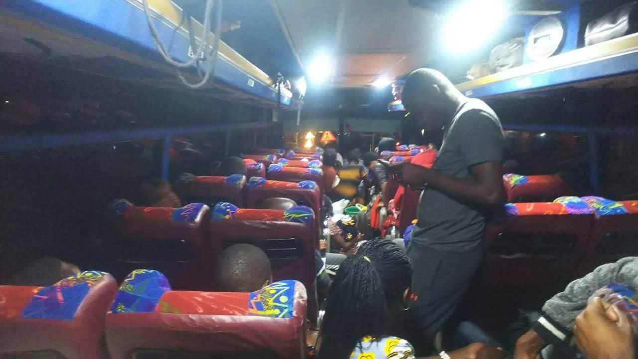 バスの中に犯罪者⁉ アフリカ一過酷な国境越え