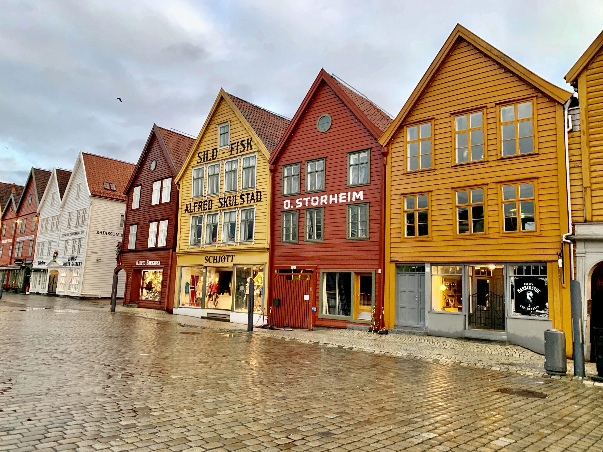 アナ雪のアレンデールの街、レトロ可愛いベルゲンへ!